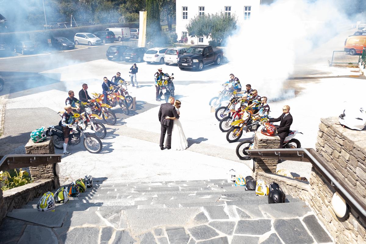 Motorcross beim Brautpaar gratulieren