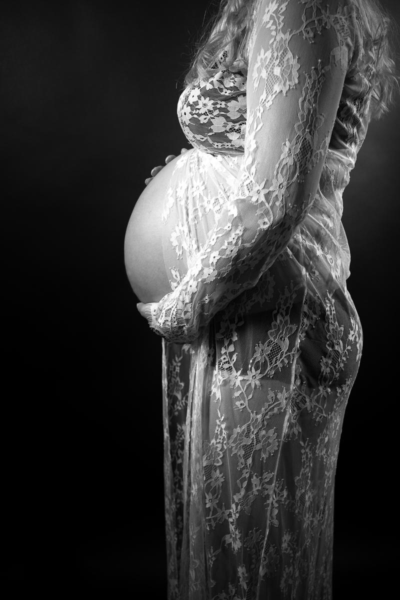 Babybauch seitlich fotografiert