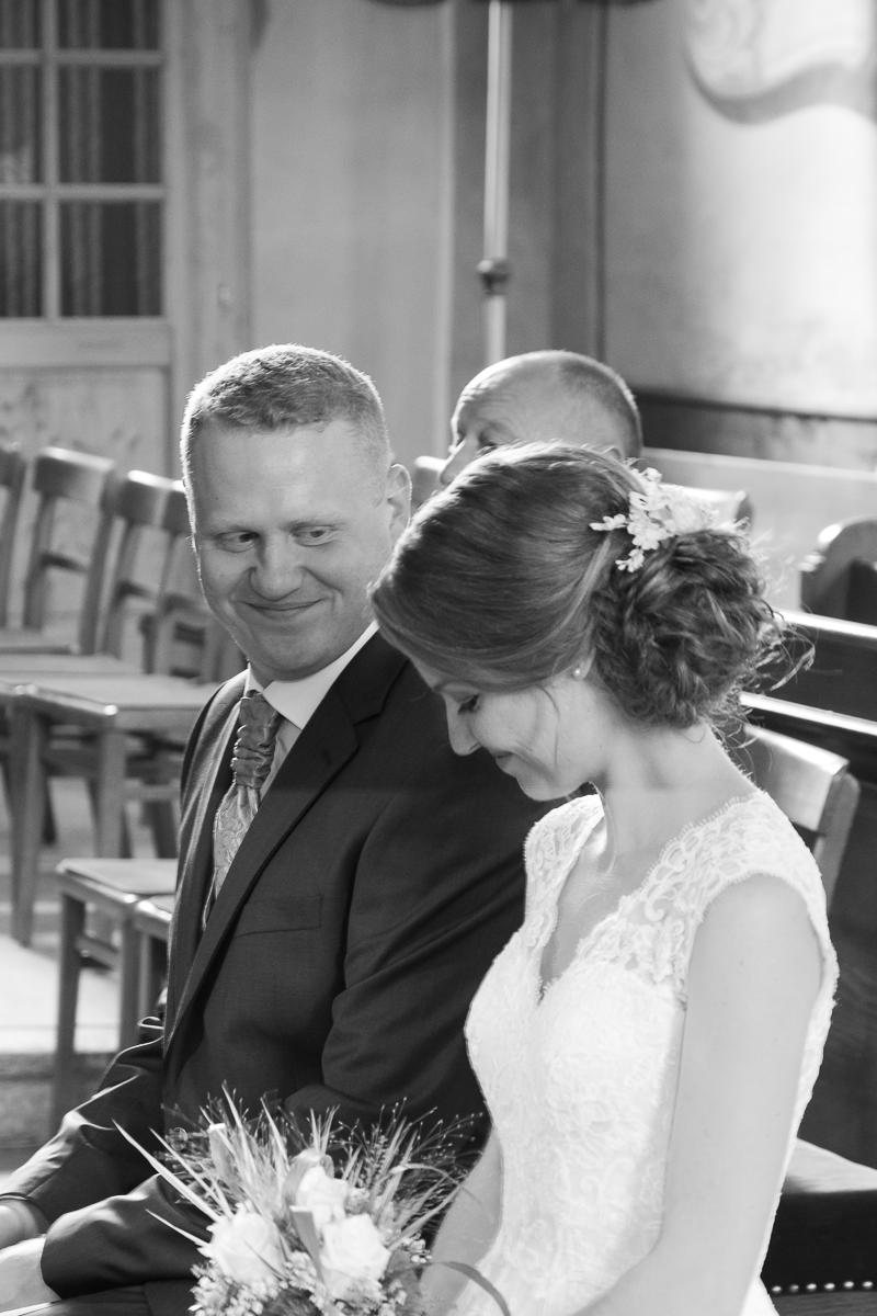 Ehepaar in der Kirche bei der Trauung