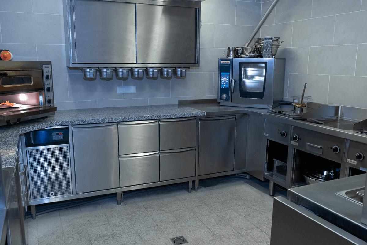 Großküche aus Edelstahl