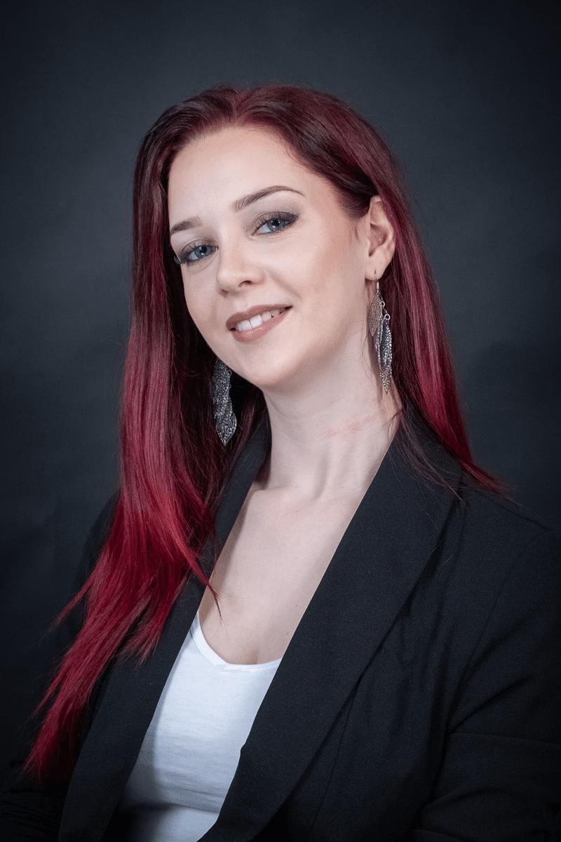 Portraifoto einer rothaarigen Frau